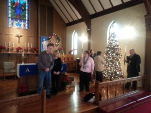 Worshippers linger at Gloria Dei
