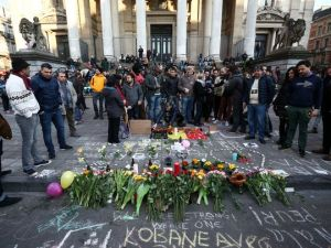 People gather around a memorial in Brussels following bomb attacks in Brussels, Belgium. (Photo : Charles Platiau/Reuters)